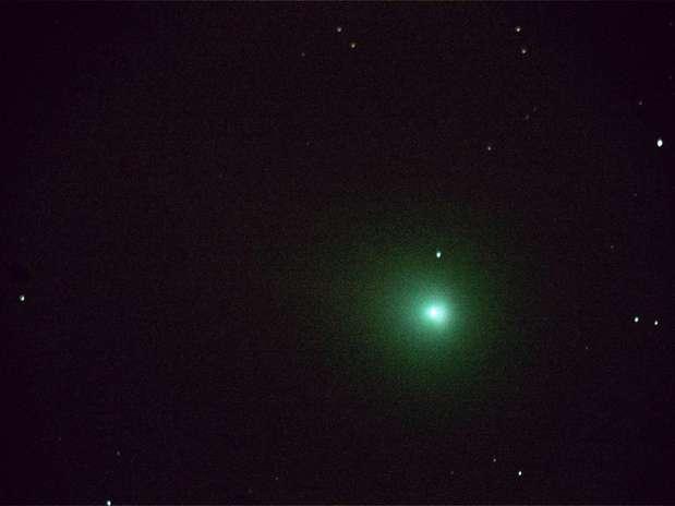 Cometa C/2013 R1 Lovejoy tem configuração típica: longa cauda e coloração esverdeada Foto: Eduardo Baldaci / vc repórter