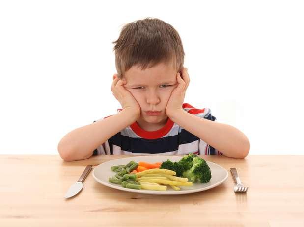 Com o resultado do estudo, médicos acreditam que é possível criar mecanismos que façam as crianças gostarem de comer verduras Foto: Getty Images