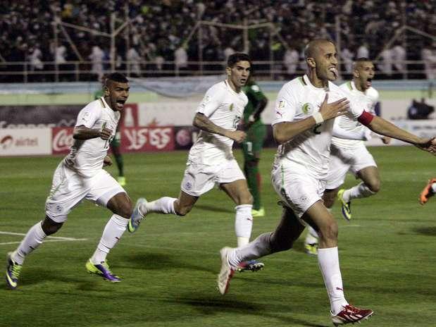 Madjid Bougherra comemora gol da classificação da Argélia à Copa do Mundo Foto: AP