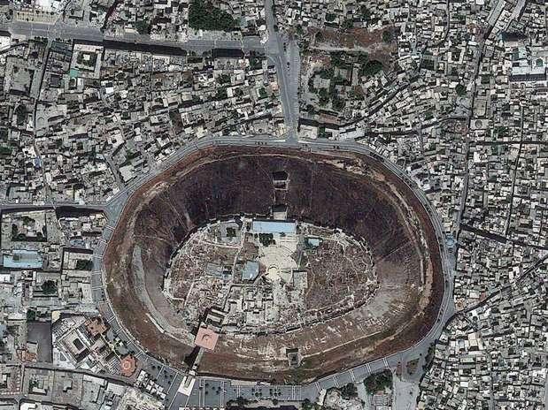 http://p2.trrsf.com/image/fget/cf/67/51/images.terra.com/2013/12/04/aleppo-siria-fotos-espaco-concurso-digitalglobe-div.jpg