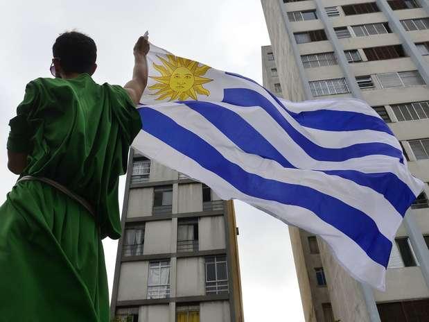 Manifestantes fizeramato em apoio ao governo do presidente uruguaio José Mujica e em favor da liberação da maconha e do aborto Foto: Marcelo Pereira / Terra