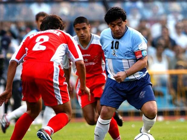 Maradona em foto de 2001: argentino sempre teve problemas com o peso Foto: Getty Images