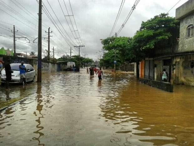 Cidade de Nova Iguaçu ainda sofria com os efeitos do temporal da semana passada quando foi atingida por nova enxurrada Foto: Instagram / Reprodução