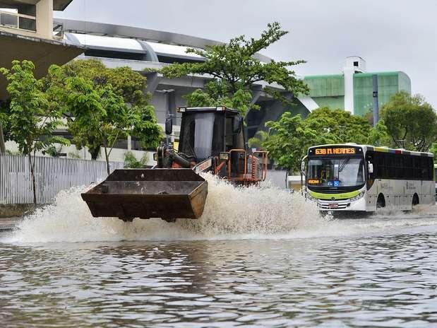 Região do Estádio Maracanã ficou alagado com a forte chuva de hoje pela manhã no Rio Foto: Daniel Ramalho / Terra