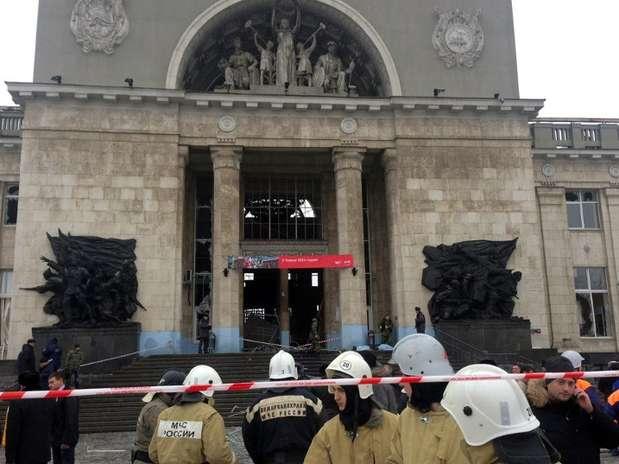 Serviços de emergência isolam local da primeira explosão em Volgogrado Foto: AFP