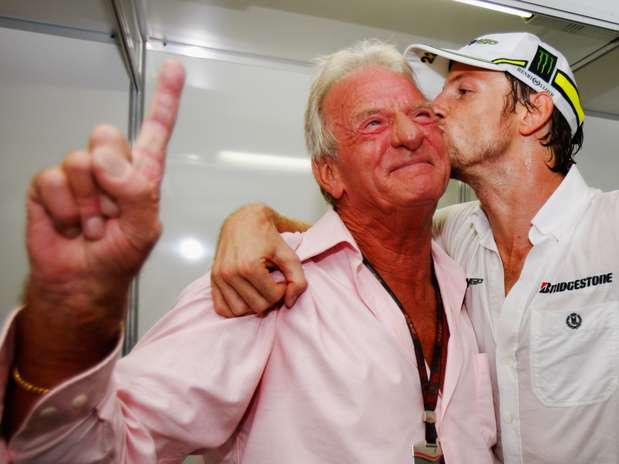 John Button tinha 70 anos; segundo imprensa inglesa, ele estava em casa, na França Foto: Getty Images