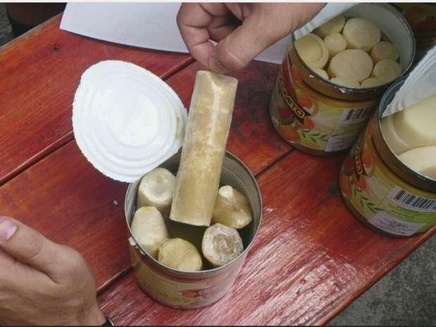 A droga foi encontrada dentro de latas de palmito que seriam enviadas para a Holanda Foto: Polícia Federal / Divulgação