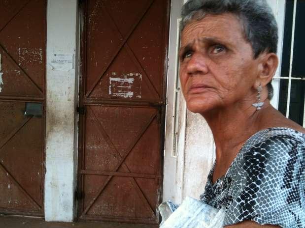 """""""Não é resto de comida, não: é comida que os presos não querem"""", faz questão de observar dona Geni Foto: Janaina Garcia / Terra"""