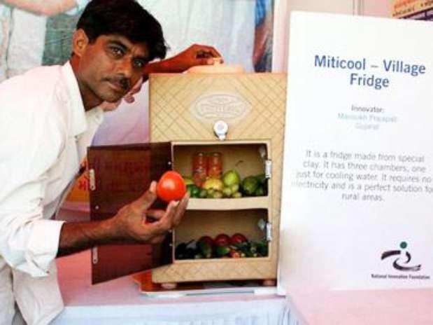 Geladeira-filtro armazena frescos legumes, verduras, frutas, leite e outros alimentos Foto: Eco Desenvolvimento / Divulgação