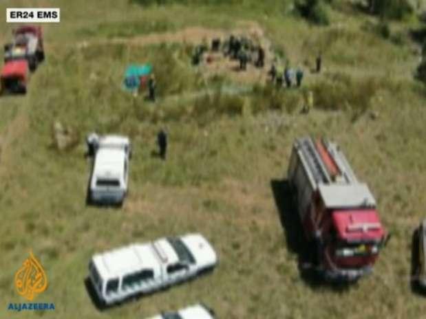 A equipe de emergência foi chamada ao local e conseguiu contactar 30 homens Foto: Vídeo Aljazeera / Reprodução