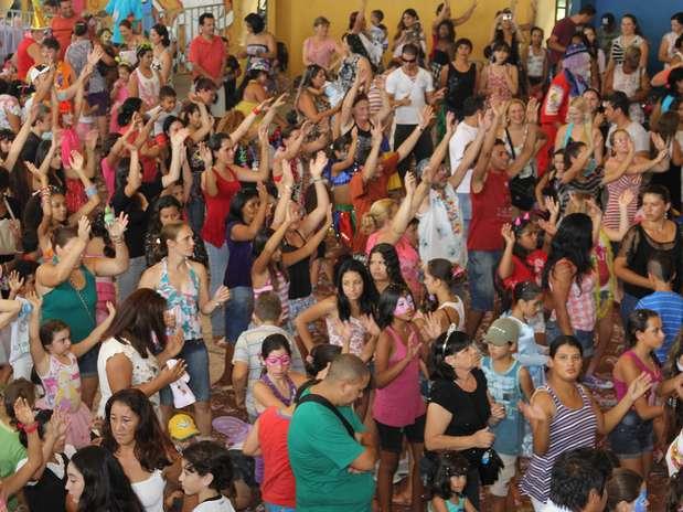 http://p2.trrsf.com/image/fget/cf/67/51/images.terra.com/2014/02/21/baile-infantil.jpg