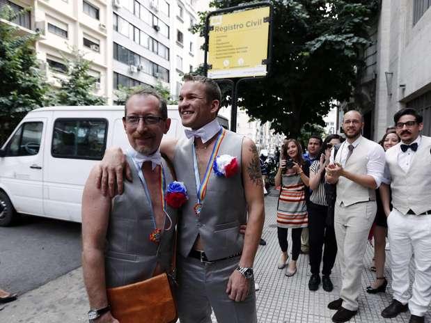 A lei argentina de 2010 prevê que casais homossexuais tenham os mesmos direitos que casais heterossexuais Foto: Reuters
