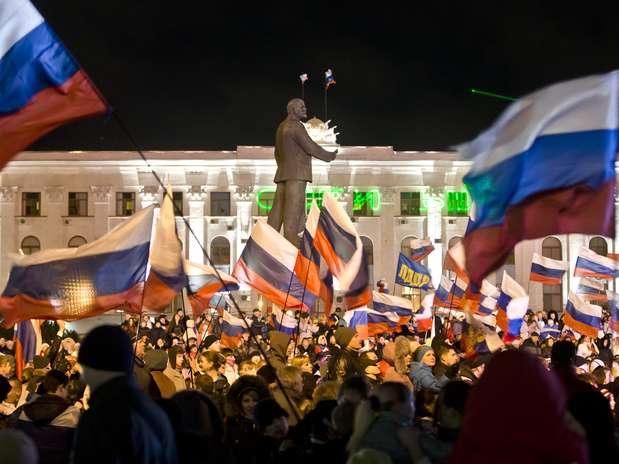 Putin assina decreto que reconhece independência da Crimeia