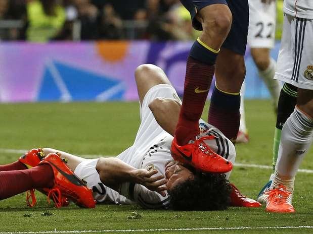 Busquets acertou cabeça de Pepe Foto: Reuters