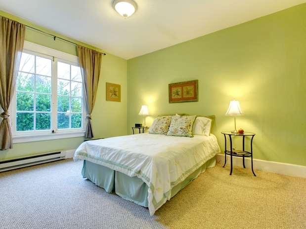 Parede verde cria clima aconchegante no quarto; confira ~ Verde No Quarto