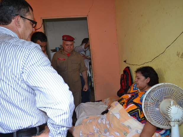 http://p2.trrsf.com/image/fget/cf/67/51/images.terra.com/2013/01/17/retiradaobesabahiadivbombeiros.JPG