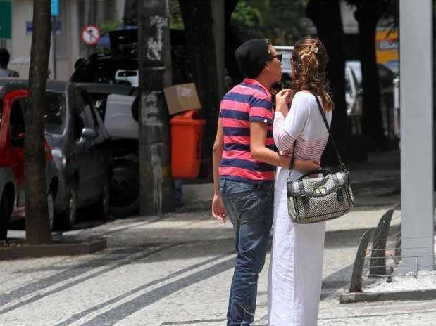 http://p2.trrsf.com/image/fget/cf/67/51/images.terra.com/2013/01/23/maria-gadu-1-com-amiga-no-r.jpg