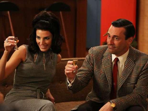 Relação entre Don Draper e Megan mudou durante o fim da 5ª temporada de 'Mad Men' Foto: Divulgação
