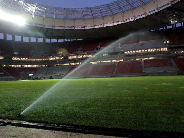 http://p2.trrsf.com/image/fget/cf/67/51/images.terra.com/2013/05/01/irrigacaobrasilialulamarquesdiv.jpg
