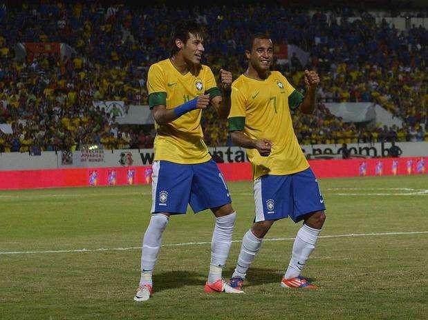 http://p2.trrsf.com/image/fget/cf/67/51/images.terra.com/2013/06/05/neymar-danca-com-lucas-ricardo-matsukawa-terra.jpg