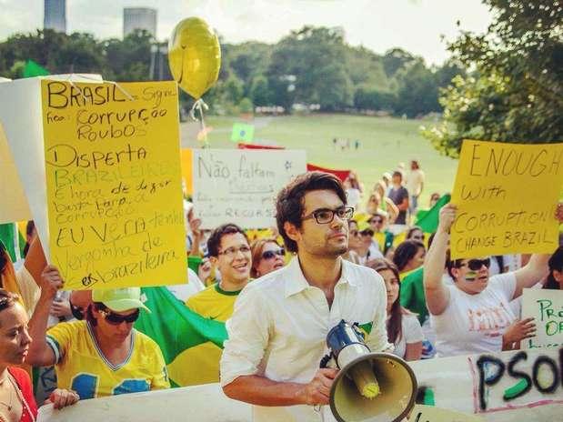 http://p2.trrsf.com/image/fget/cf/67/51/images.terra.com/2013/06/23/protestoatlantavcreporterericvoss2.jpg
