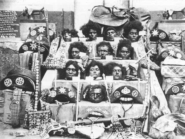 Após sua morte, o cangaceiro e seu bando, assim como sua companheira Maria Déia, conhecida como Maria Bonita, tiveram suas cabeças cortadas e expostas, como exemplo para a população Foto: Wikimedia / Reprodução