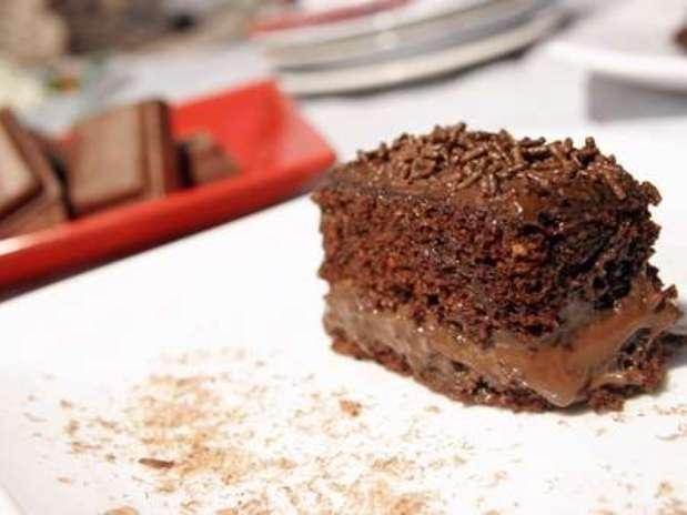 http://p2.trrsf.com/image/fget/cf/67/51/images.terra.com/2013/09/11/bolo-de-chocolate-para-micro-ondas-f8-1704.jpg