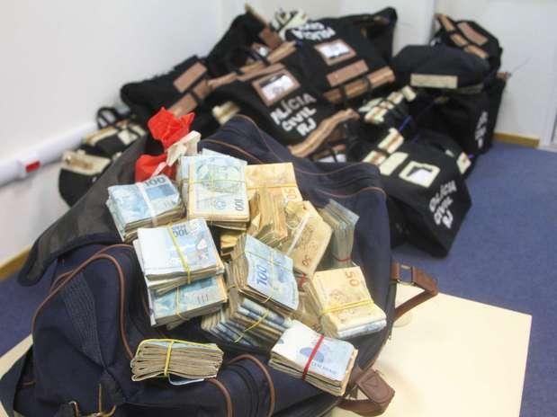 Polícia apreendeu dinheiro durante a Operação Parasitas na manhã desta quinta-feira no Rio de Janeiro Foto: Jadson Marques / Futura Press