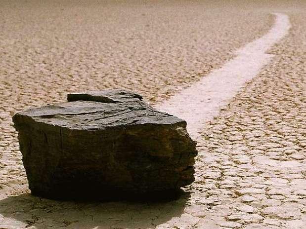 Assim como a maior parte dos fenômenos geológicos, o mistério das rochas deslizantes se resume a vento e água Foto: Wikimedia