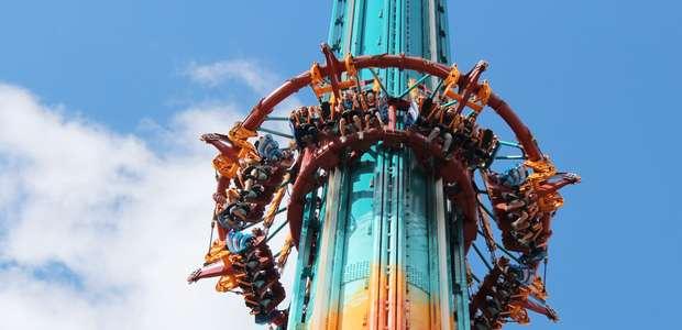 """Terra """"despenca"""" de torre de 102 metros no Busch Gardens"""