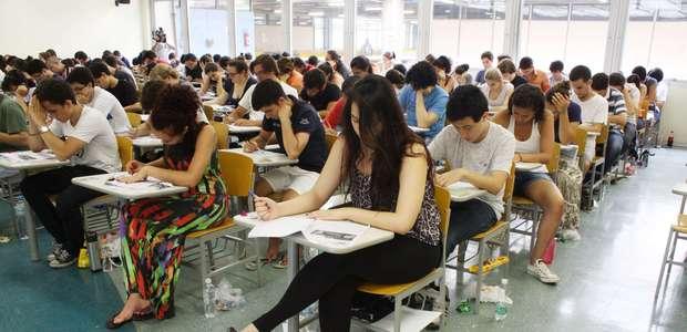 INSS abre concurso com salários de até R$ 7,4 mil