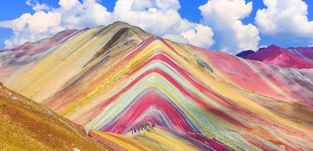 Como se explica a beleza da montanha de 7 cores que ...