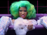 Nicki Minaj en el clip&nbsp;&quot;I Am Your Leader&quot;, mientras se da un c&aacute;lido ba&ntilde;o con muchas burbujas&nbsp;aparece luciendo unos pantalones de piel de sirena.