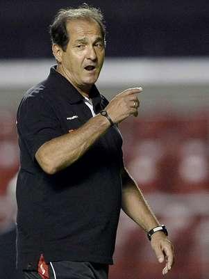Muricy Ramalho viu o São Paulo derrotar o Rio Claro por 6 a 3 Foto: Ricardo Matsukawa / Terra