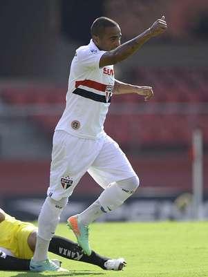 Uruguaio Álvaro Pereira fez sua estreia com a camisa do São Paulo e teve boa atuação Foto: Ricardo Matsukawa / Terra