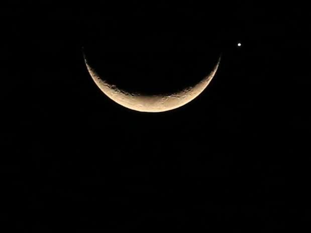 http://p2.trrsf.com/image/fget/cf/67/51/images.terra.com/2013/09/09/lua-oculta-venus-osmar-portilho-terra.jpg