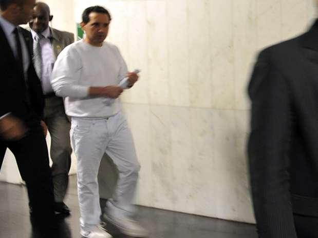 Donadon chega à Câmara com roupas brancas, exigência da Papuda Foto: Sônia Baiocchi / Agência Câmara