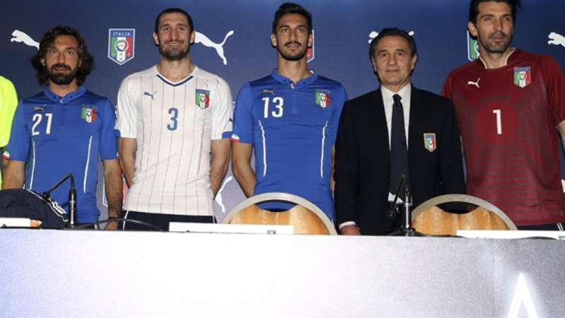 Itália e Suíça têm uniformes divulgados para Copa 2014 fb432502284fd