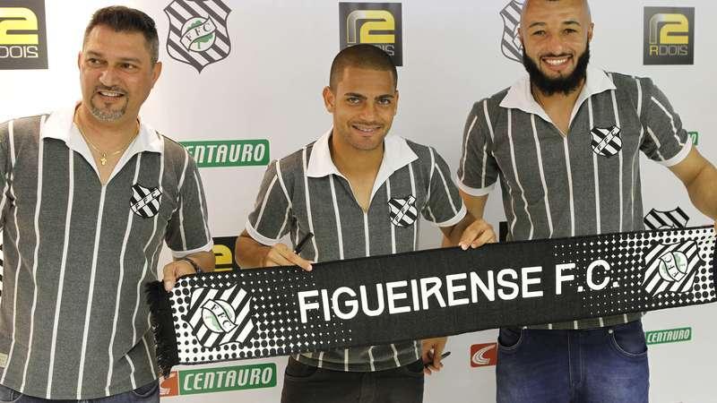 4f9b0b63ba Veja fotos do lançamento do novo uniforme retrô e cinza do Figueirense