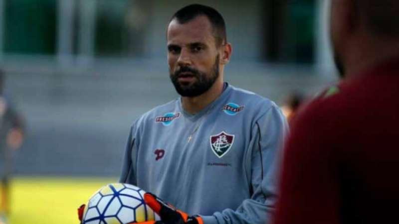 Treinador do Flu volta a ter dois goleiros  titulares  a serviço bae9017c9d6c7