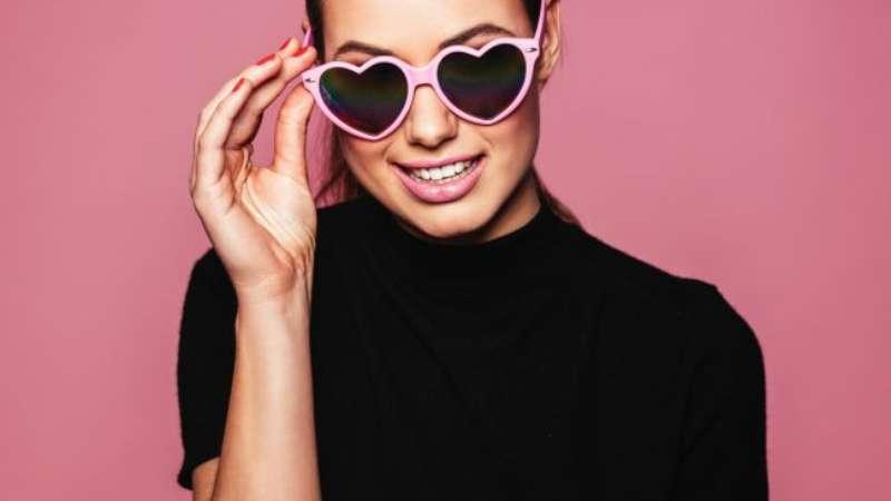0f24377172 Divertido e estiloso  veja modelos de óculos de coração e entre na moda!