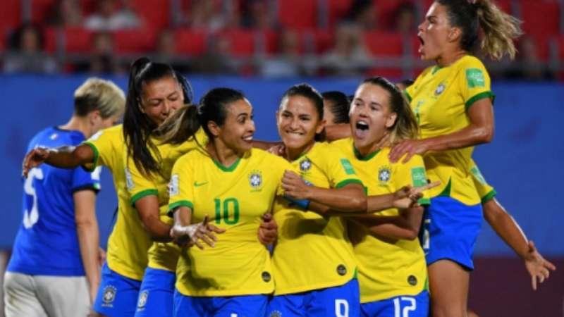 Marta dedica gol histórico e da classificação do Brasil às mulheres