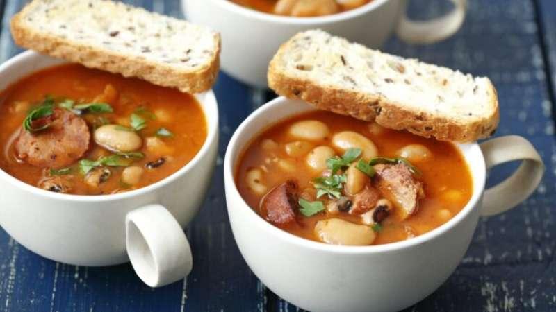 11 receitas de caldo de feijão para provar nos dias frios