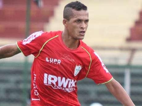 Souza estreou pela Portuguesa, mas foi expulso por agressão fora da disputa de bola Foto: Edno Luan / Futura Press