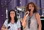 Sept. 1, 2009 - Whitney Houston cantando con su hija Bobbi Kristina Brown en 'Good Morning America'