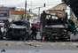 Al menos dos personas murieron y más de 30 resultaron heridas, algunas de extrema gravedad, a causa de la explosión de una bomba en el interior de un autobús, que al parecer iba sin pasajeros, en una concurrida zona del norte de Bogotá, según fuentes municipales.