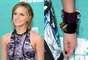 A atriz inglesa Emma Watson escolheu esmalte preto