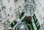 Corinthia Hotel, Londres, Inglaterra: elegante hotel de 294 quartos num edifício de estilo Belle Époque, o Corinthia Hotel está situado de maneira ideal na capital londrina, a poucos metros do rio Tâmisa e de Trafalgar Square. Muito mármore e cristal e colunas imponentes são apenas alguns dos detalhes do hotel, que tem em seu Penthouse Real uma adega de vinhos e até um cinema particular