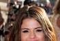 Ahora vemos a la cantante luciendo una cabellera más larga en tono castaño y mechas de color cobrizo en las puntas, estilo que es conocido como mechas californianas.