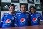 Pedro Franco, Nelson Ramos y Humberto Osorio Botello recibieron en la casa azul a los cientos de aficionados que fueron a adquirir la nueva camiseta del equipo.